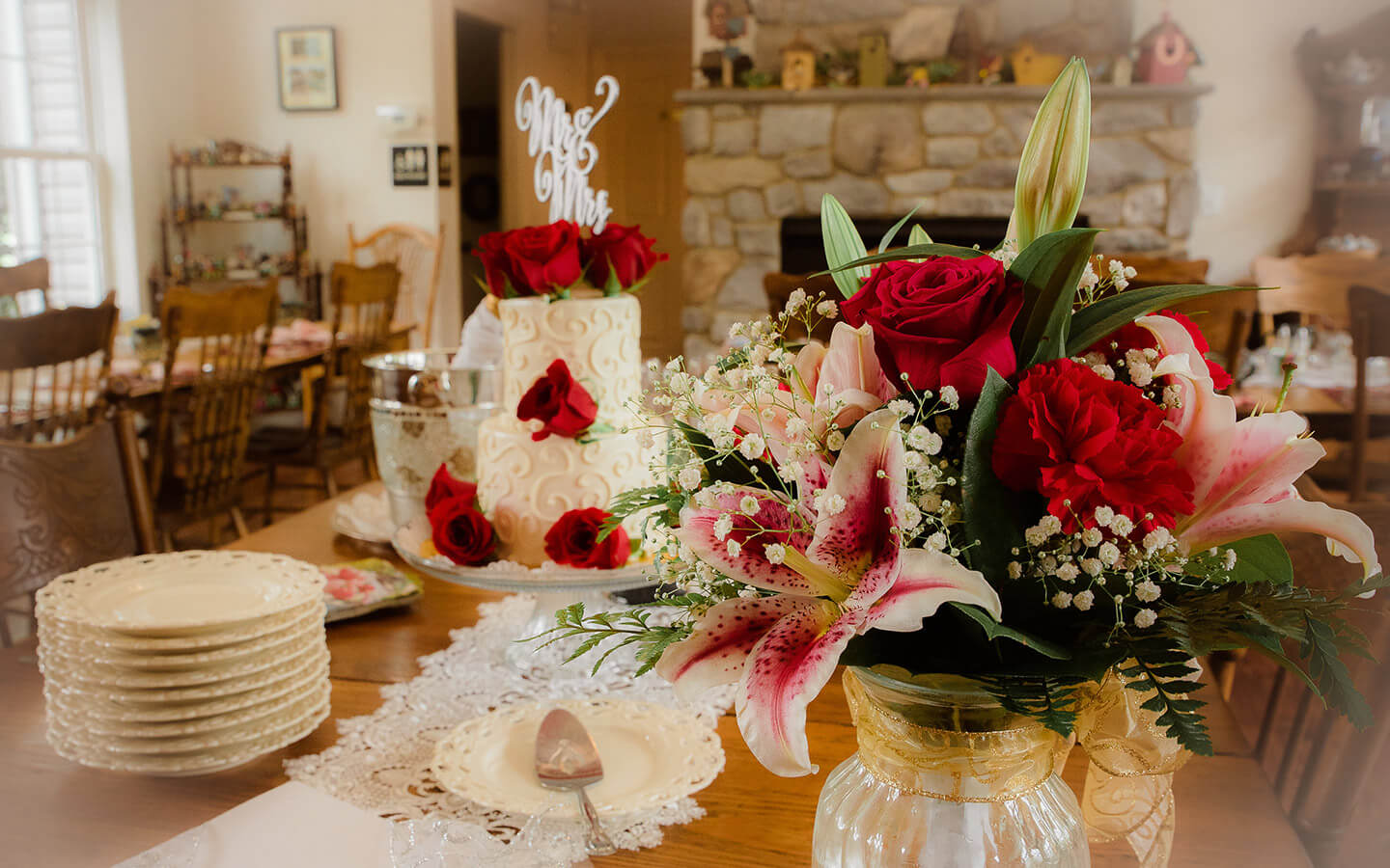 Beautiful flowers and wedding cake