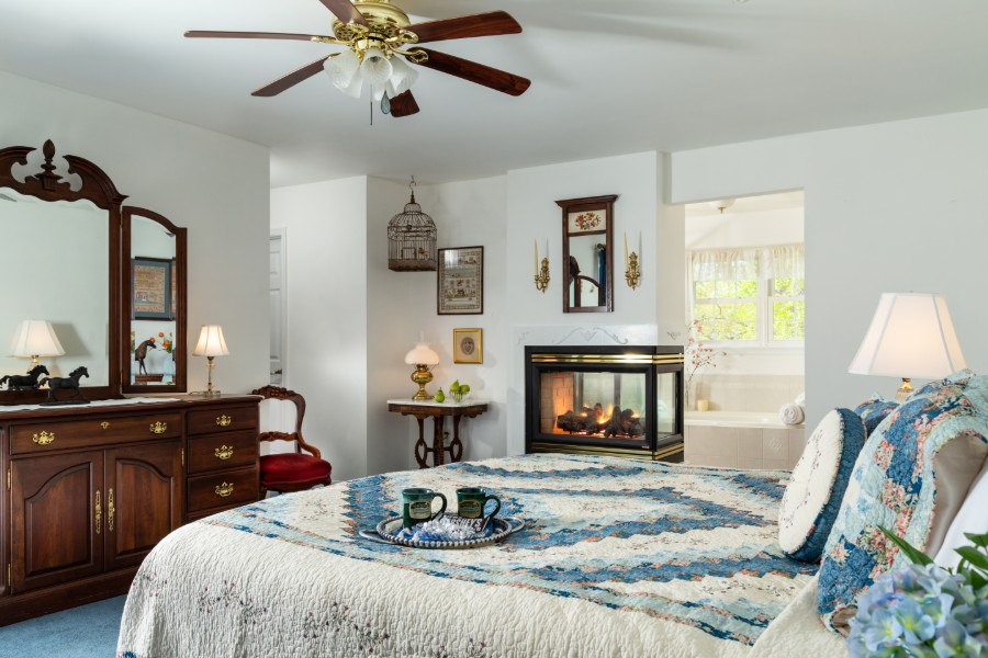 Fall Getaway in Hershey PA Suite with Fireplace and Jetted Tub